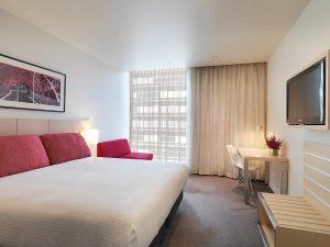 travelodge-docklands-melbourne-hotel-guest-room-king-2012